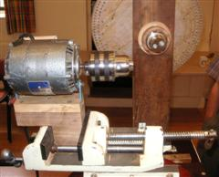Drill chuck mounted in compound vice
