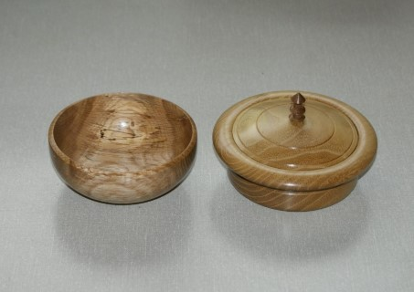 The bowl on the left won a commended certificate for David Reed